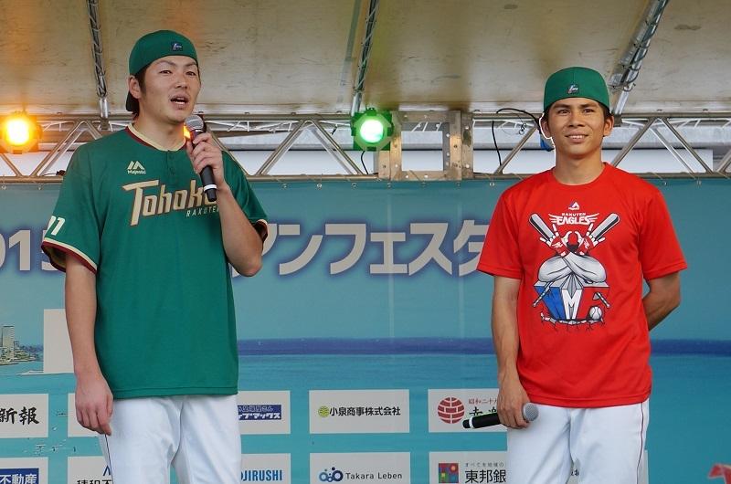 ステージで芸人顔負けの軽妙なトークで会場を沸かせた東北楽天の塩見貴洋投手(写真左)と福山博之投手(写真右)。