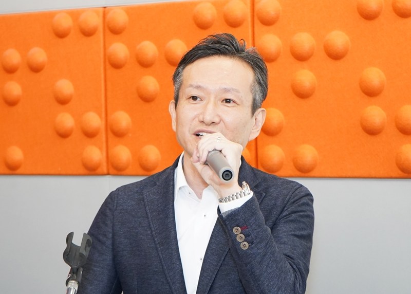 第1部で講師を務めた㈱ダイナムの佐藤公治取締役。プライベートブランド(PB)機の開発について取り組んだ経緯と目的について説明した。