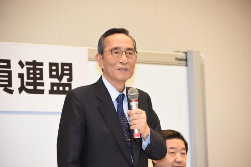 総会の冒頭挨拶を行うIR議連の細田博之会長(自民)。今臨時国会でのIR推進法案成立を目指す考えを表明した。