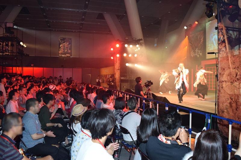 歴代「花の慶次」の主題歌など全11曲をパワフルに歌い上げた角田信朗さん。