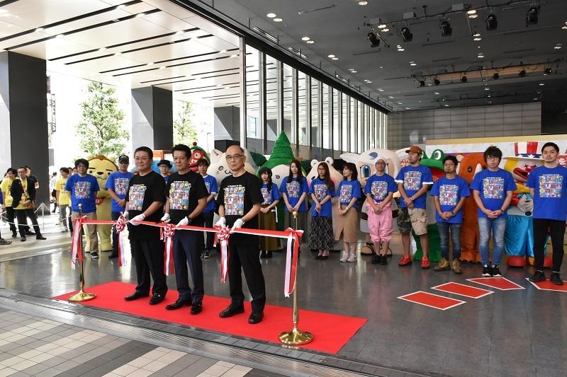 オープニングセレモニーでは兼次理事長、大饗理事長、木岡専務理事によるテープカットが行われた。
