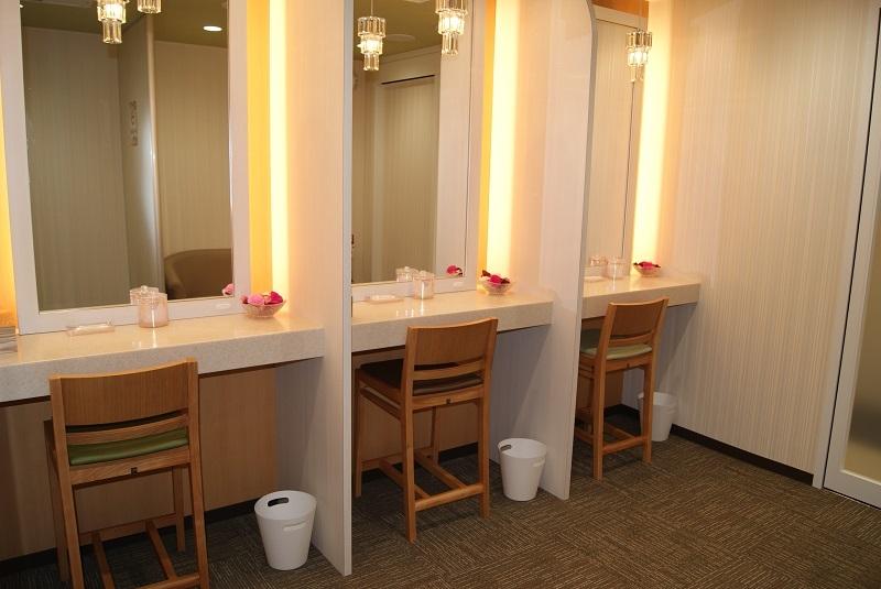 女性トイレにはパウダールームを設置した。