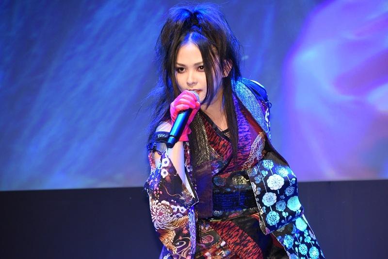 上木彩矢さんが必殺仕事人シリーズおなじみの曲「荒野の果てに」を含む2曲を熱唱。圧巻のパフォーマンスに会場は熱気に包まれた。