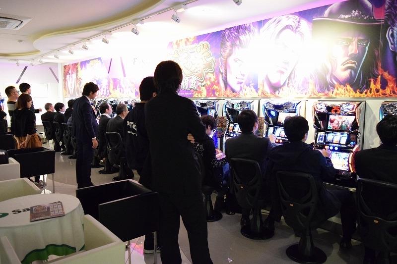 内覧会には多くの業界関係者が訪れ、期待の高さがうかがえた。
