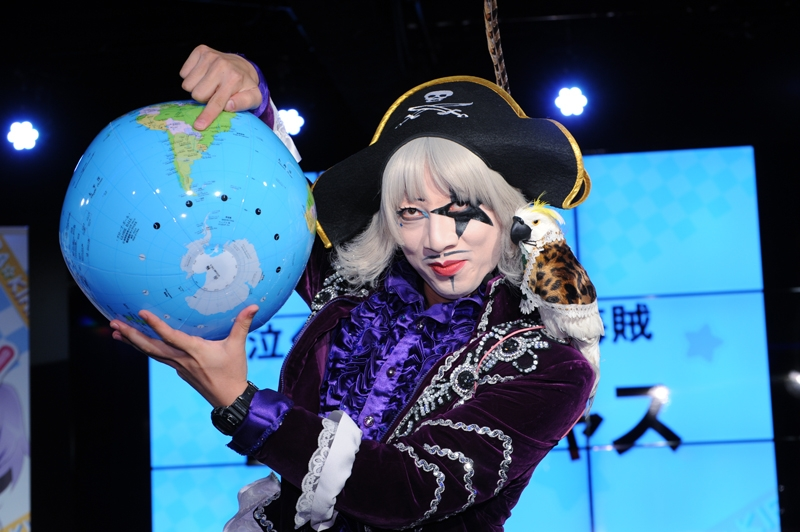 ピン芸人のゴー☆ジャスさんがゲスト出演。ショートコントを披露した。