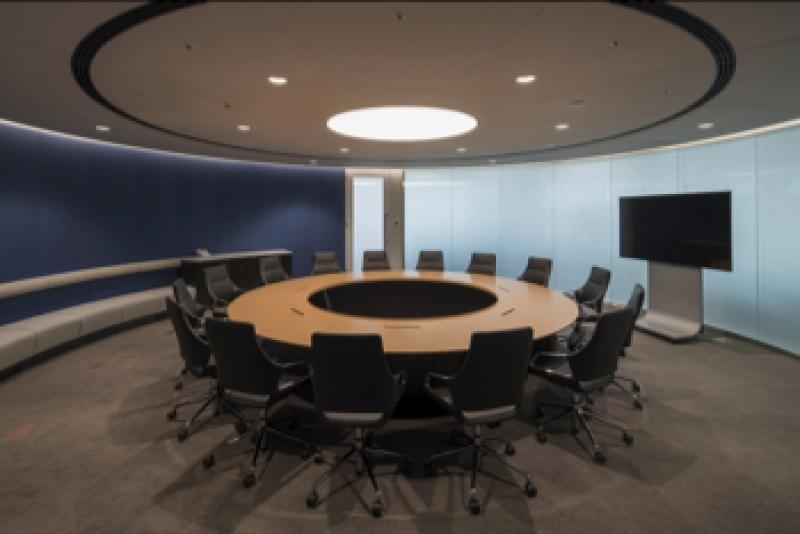 羅針盤をイメージした社長執務会議室。