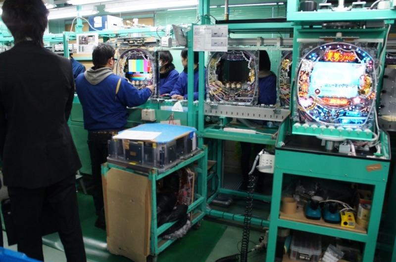 第2部の工場見学ではホールデビューを目前に控えていた『CR美男(イケメン)ですね』の製造工程についてレクチャーを受けた。