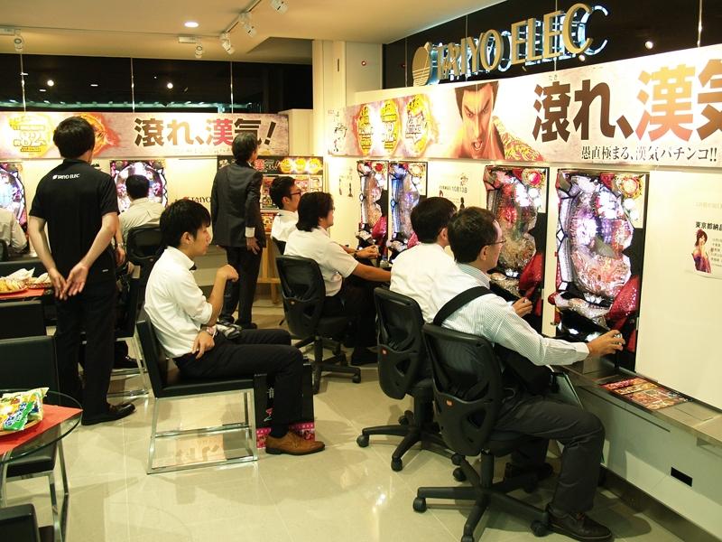 東京支店で行われた内覧会の模様。