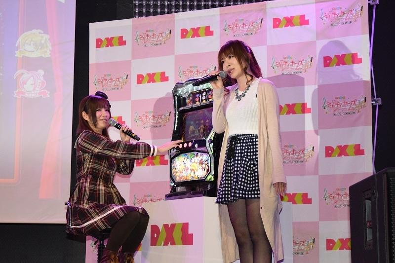 発表会の試打コーナーでは人気ライターの柳まおさん(写真左)、ドラ美さん(写真右)が登場。試打しながら演出を紹介した。