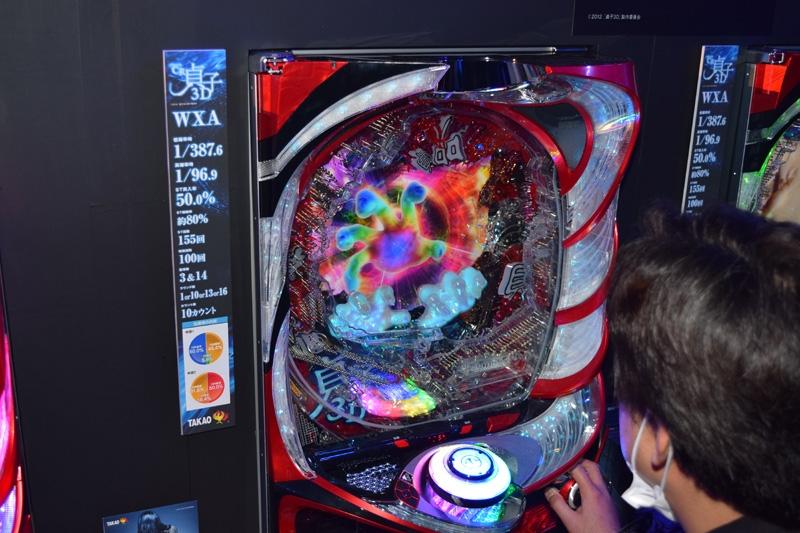 裸眼3D液晶を搭載した『CR貞子3D』。3D映像はアツいポイントに出現する。