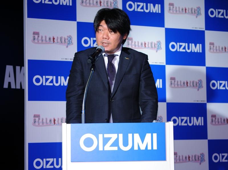 プレス発表会の冒頭で挨拶した大泉副社長。