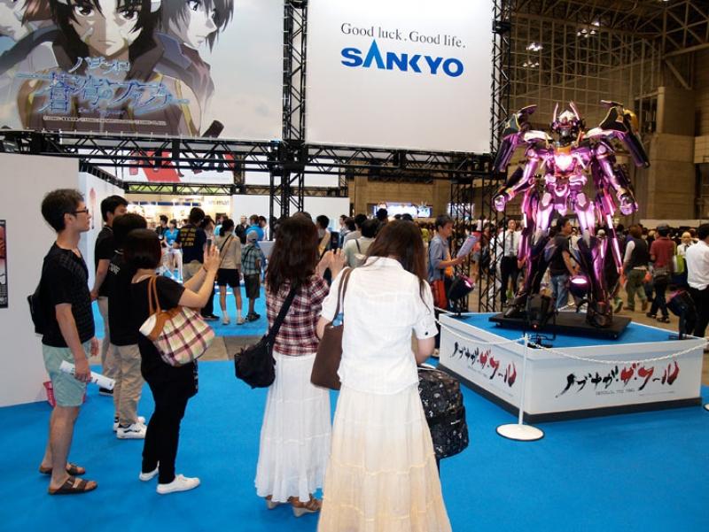 SANKYO関連コンテンツとして展示された「ノブナガ・ザ・クール」のロボットフィギュア。