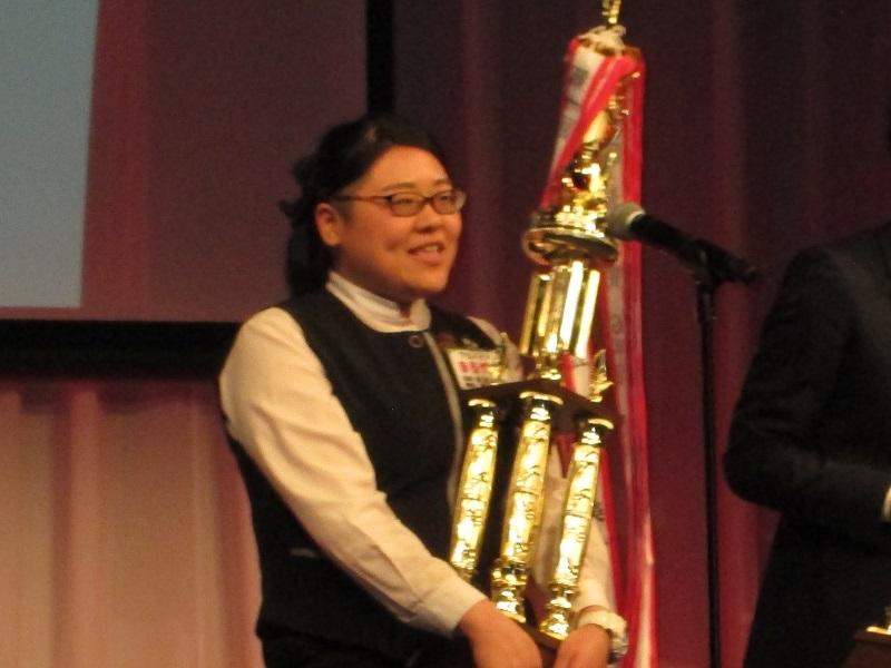 アルバイト部門で最優秀賞に輝いた《ガイア高野台店》の丸山純実さん。
