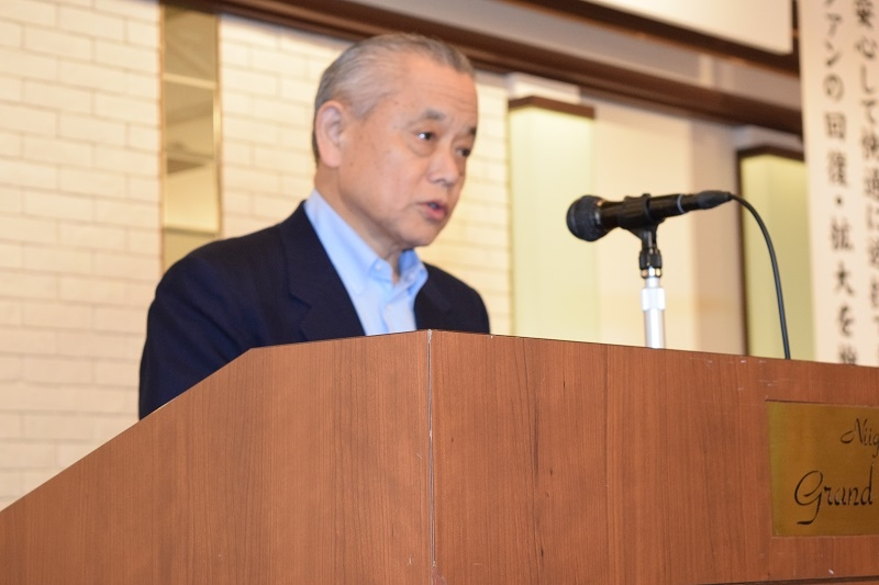 冒頭のあいさつで依存問題への取り組みの強化を要請する、佐藤孔一理事長。