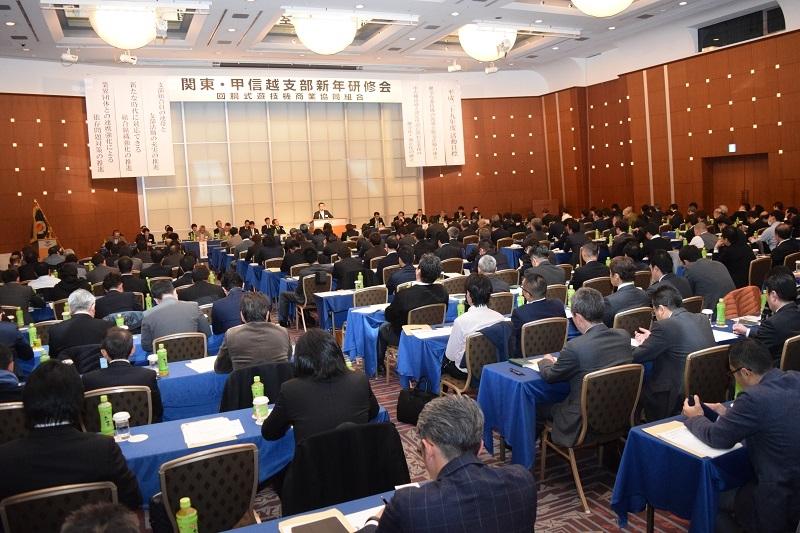 研修会には多くの組合員、特別会員、業界誌が出席した。