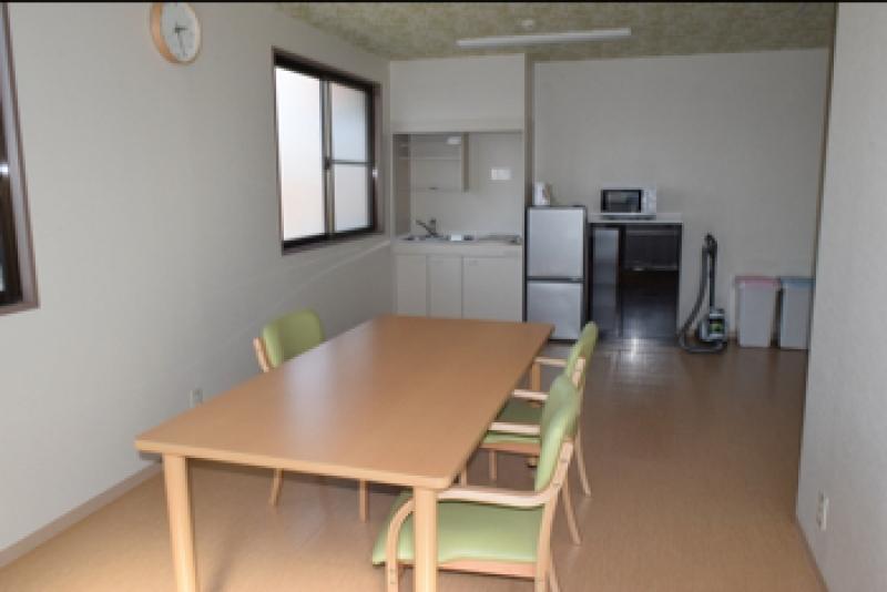 各フロアに設けられた共有スペース。食事は低価格で朝食、夕食が提供される。