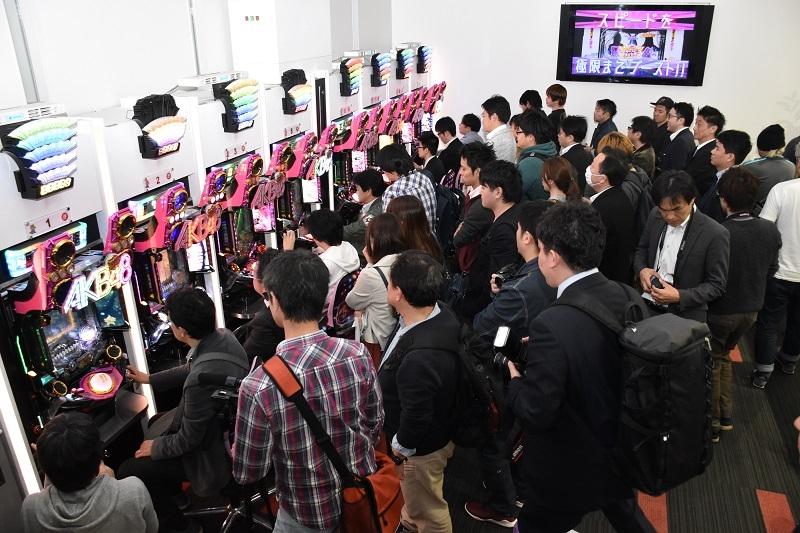 AKB48シリーズの最新作とあって、業界関係者から熱い視線が注がれていた。