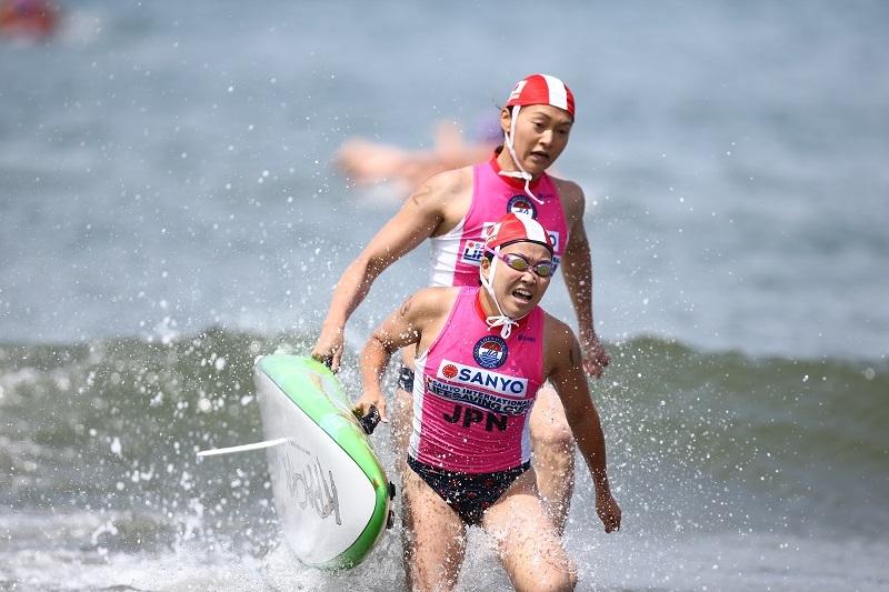 健闘を見せた日本代表。観客からは声援が送られた。写真は日本代表女子。