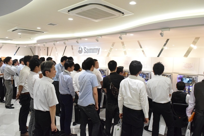 翌日、東京支店で行われた内覧会の模様。