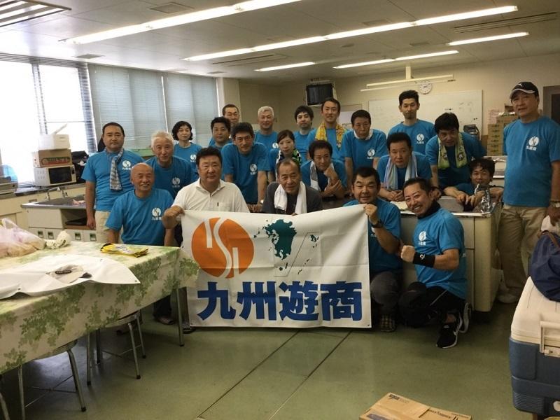 炊き出しに参加した九州遊商の組合員。