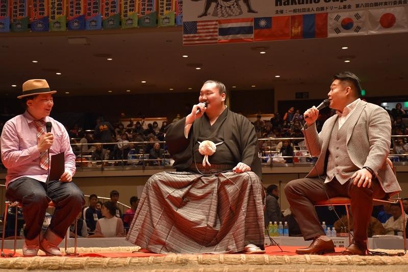 元横綱・若乃花の花田勝さんを招いて行われたトークセッションの様子。