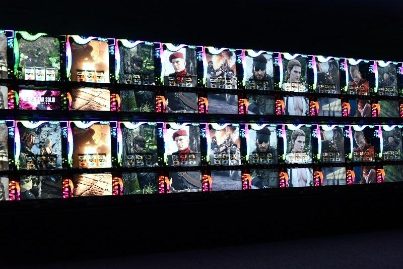 プレス発表会冒頭では大迫力の連結デモムービー演出が披露された。