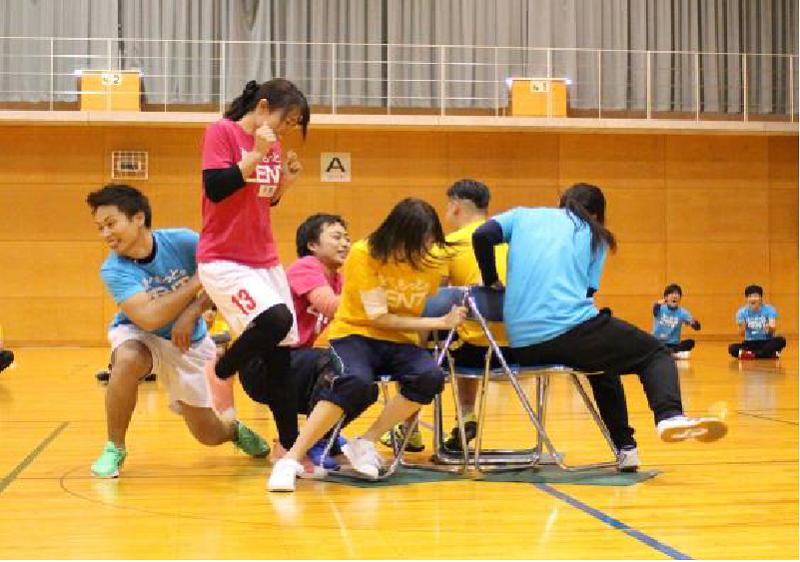 内定式終了後の運動会では、内定者と先輩社員がスポーツを通じて交流をはかった。