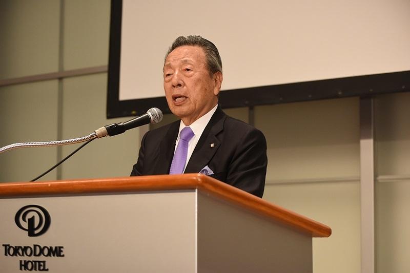 「親を大切にする社員になってほしい」と訴える韓昌祐会長。