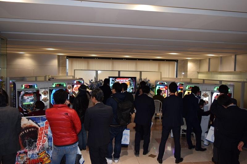 内覧会には多数の業界関係者が詰めかけた。