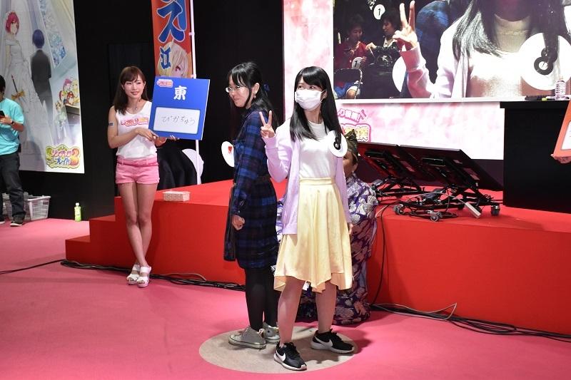 「超おしり相撲 幕張場所」では女性同士がお尻を突き出し闘うムフフなシーンも。