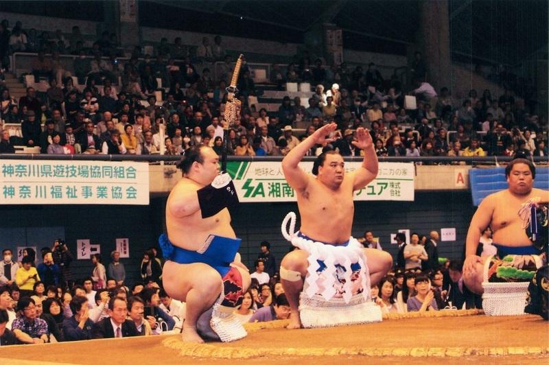 藤沢場所での横綱・日馬富士の土俵入りの様子。