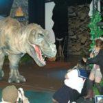 秋葉を全長8mのティラノサウルスが闊歩!?