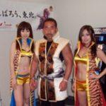 『花の慶次〜焔』内覧会に角田さんが来訪