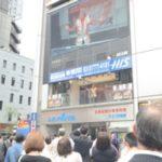 新橋駅前で角田信朗さんが熱唱!