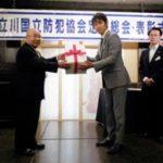 立川遊技場組合が防犯協会に災害用携帯トイレ寄贈