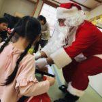 アシベ商事が下田市の児童クラブにクリスマスケーキを寄贈